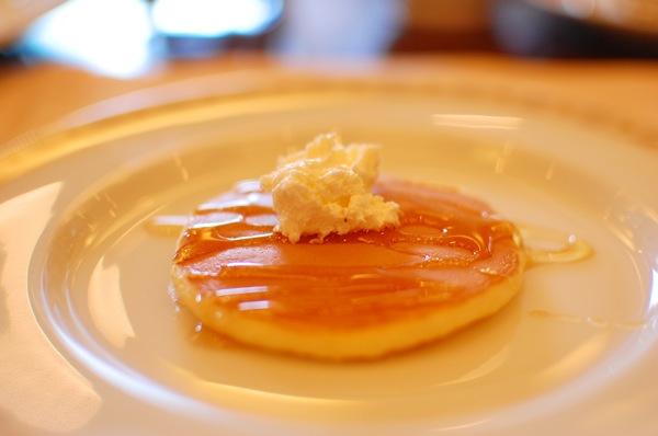 帝国ホテルの朝食で物思いに耽る Life